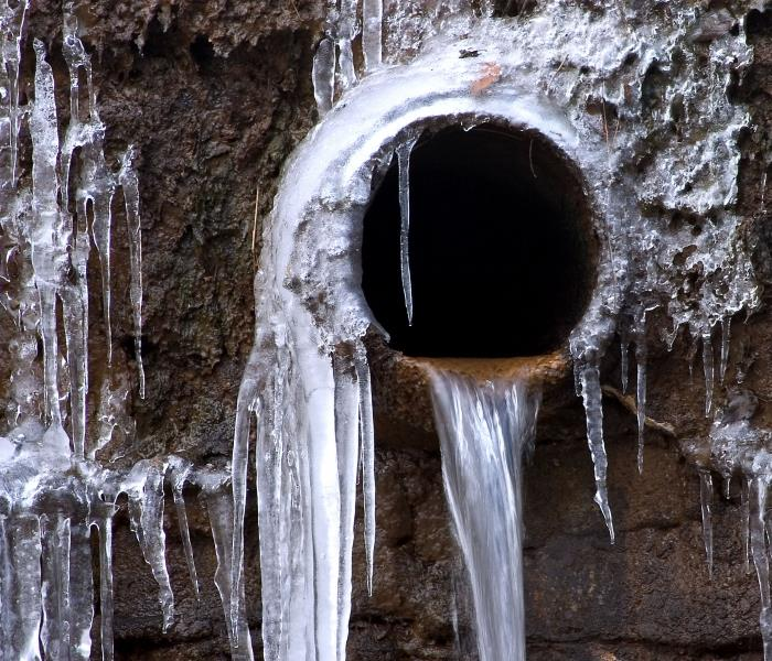 Water Damage Quick Tips to Prevent Frozen & Burst Pipes